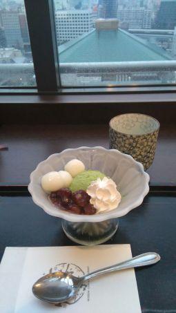 Matcha-Eis mit Reisbällchen