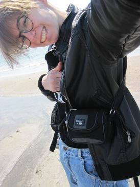 mit Lederjacke, die gar nicht überhitzt, am Strand? Check!
