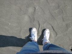 ich lache, als ich dieses Foto mache. Als ich dann den Sand aus den Schuhen wieder raus will, lache ich weniger