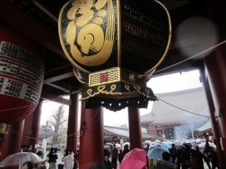 vor dem Tempel