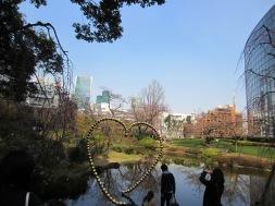 der Park vor dem Mori Tower