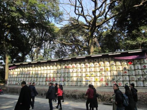 Sake-Fässer, die gespendet wurden